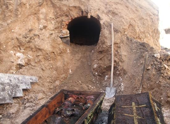 عمال أتراك يكتشفون تابوتا أثناء الحفر.. ماذا بداخله؟ (صور) Image2_42017272133