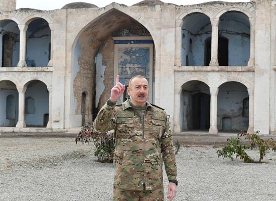 رئيس أذربيجان ينشر صورا لزيارته مسجدا في قره باغ