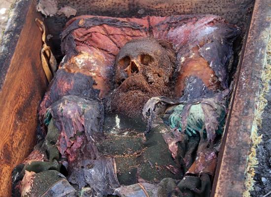 عمال أتراك يكتشفون تابوتا أثناء الحفر.. ماذا بداخله؟ (صور) Image4_42017272133
