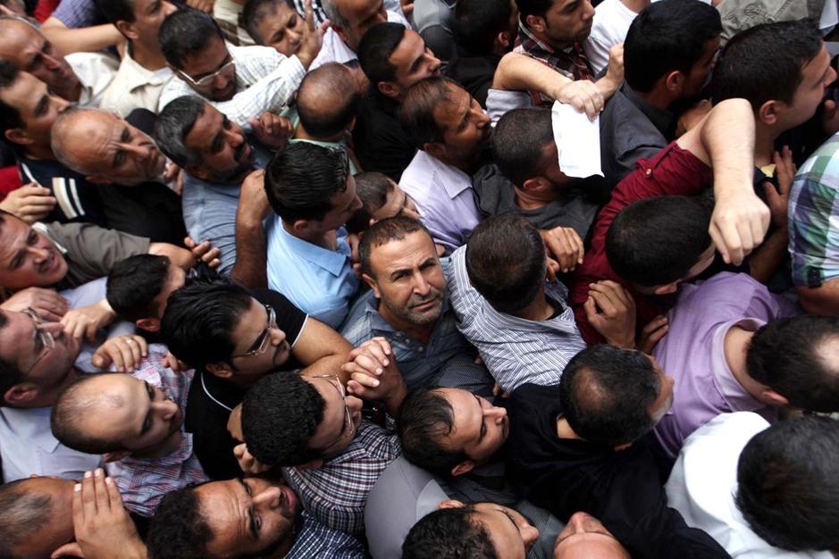 """حكومة الوفاق تبدأ بصرف دفعات مالية لموظفي حكومة """"غزة"""" السابقة - aa_picture_20141029_3649540_web"""