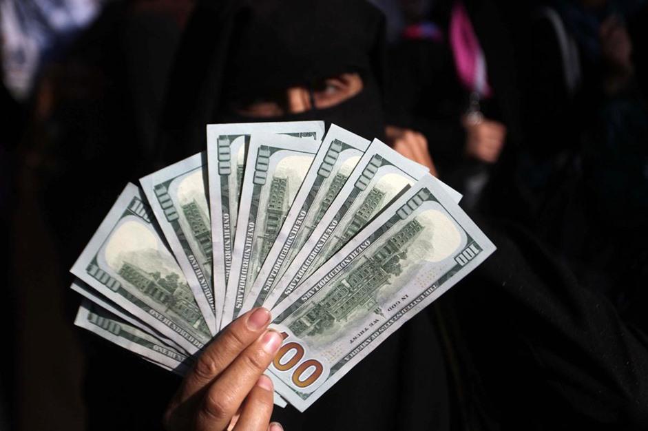 """حكومة الوفاق تبدأ بصرف دفعات مالية لموظفي حكومة """"غزة"""" السابقة - aa_picture_20141029_3649541_web"""