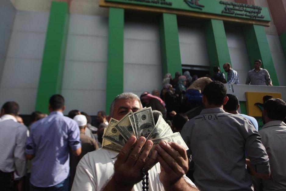 """حكومة الوفاق تبدأ بصرف دفعات مالية لموظفي حكومة """"غزة"""" السابقة - aa_picture_20141029_3649542_web"""