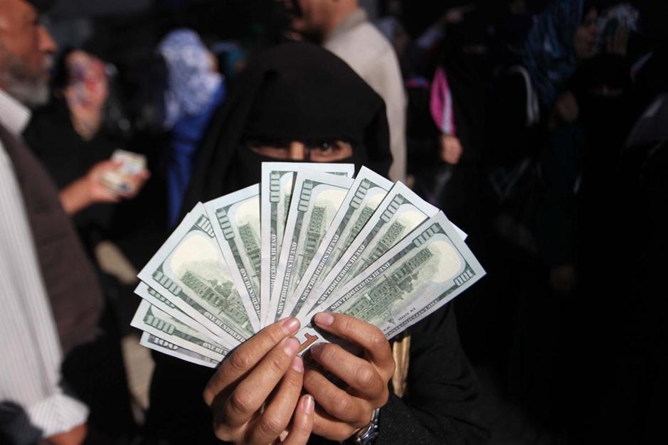 """حكومة الوفاق تبدأ بصرف دفعات مالية لموظفي حكومة """"غزة"""" السابقة - aa_picture_20141029_3649543_web"""