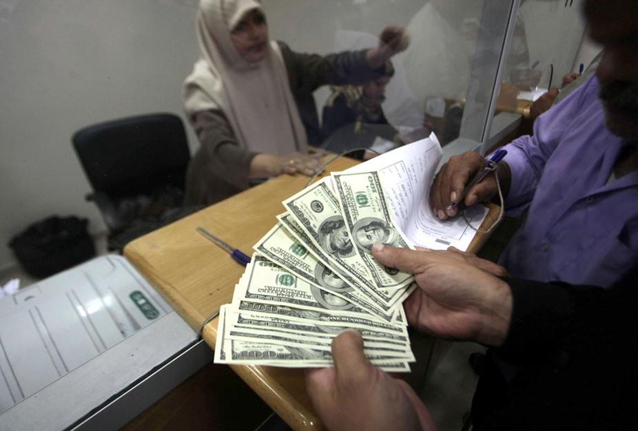"""حكومة الوفاق تبدأ بصرف دفعات مالية لموظفي حكومة """"غزة"""" السابقة - aa_picture_20141029_3649544_web"""