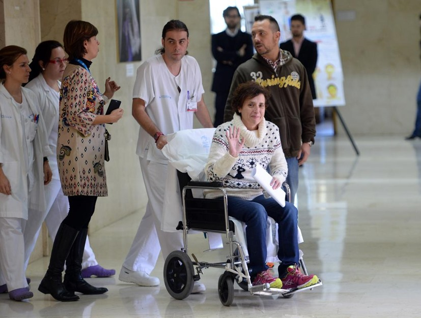 ممرضة إسبانية تغادر المستشفى بعد شفائها من فيروس إيبولا - aa_picture_20141105_3708499_web