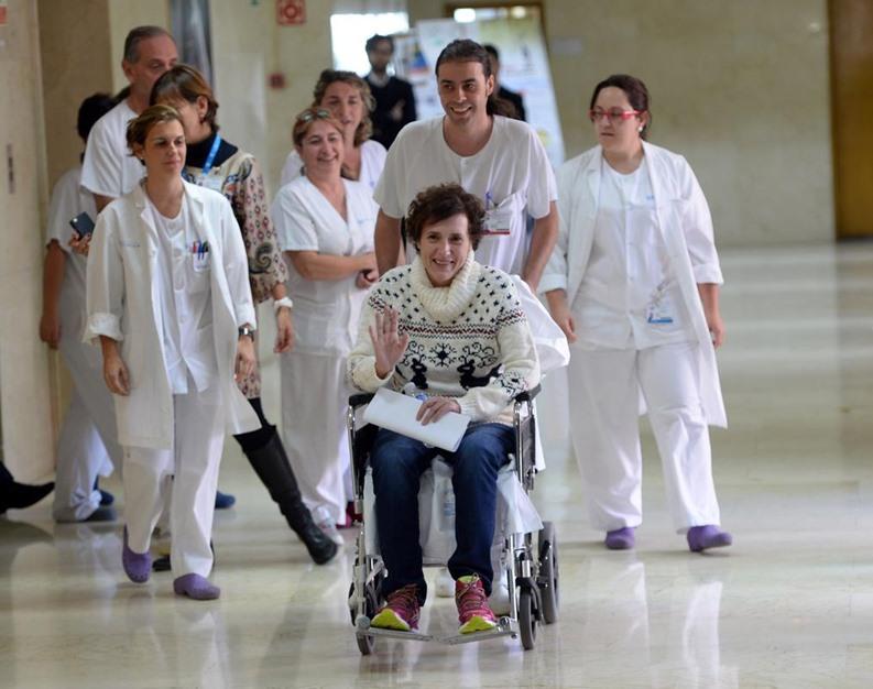 ممرضة إسبانية تغادر المستشفى بعد شفائها من فيروس إيبولا - aa_picture_20141105_3708500_web
