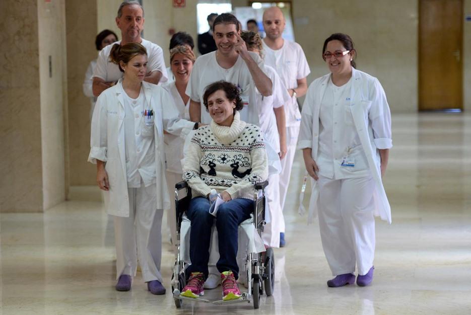 ممرضة إسبانية تغادر المستشفى بعد شفائها من فيروس إيبولا - aa_picture_20141105_3708502_web