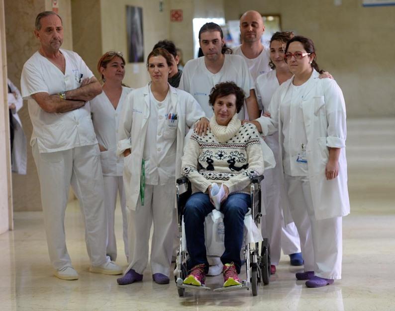 ممرضة إسبانية تغادر المستشفى بعد شفائها من فيروس إيبولا - aa_picture_20141105_3708504_web