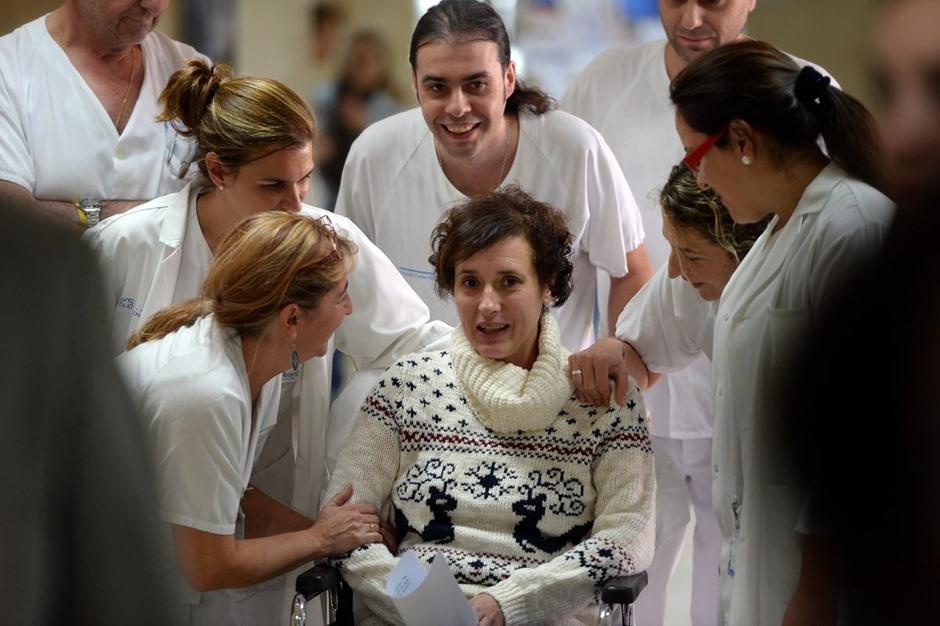 ممرضة إسبانية تغادر المستشفى بعد شفائها من فيروس إيبولا - aa_picture_20141105_3708506_web