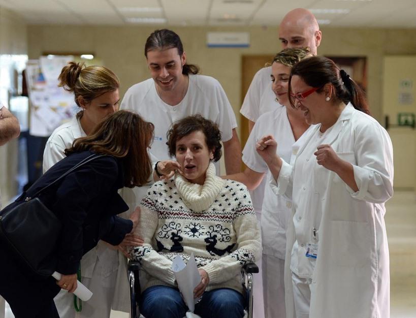 ممرضة إسبانية تغادر المستشفى بعد شفائها من فيروس إيبولا - aa_picture_20141105_3708507_web