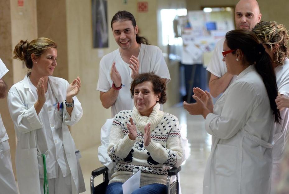 ممرضة إسبانية تغادر المستشفى بعد شفائها من فيروس إيبولا - aa_picture_20141105_3708510_web