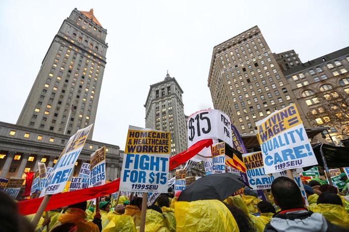 مظاهرات في أمريكا تطالب برفع أجور العمال - 02- مظاهرات في أمريكا تطالب برفع أجور العمال - الاناضول