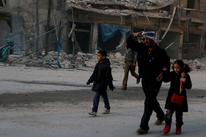 قصف للنظام السوري بـالعنقودي على حلب - 05- قصف للنظام السوري بـالعنقودي على حلب - الاناضول