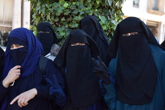الامن المغربي يمنع وقفة تندد بحظر إنتاج البرقع - 01- الامن المغربي يمنع وقفة تندد بحظر إنتاج البرقع