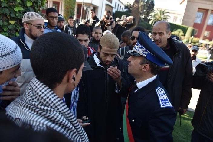 الامن المغربي يمنع وقفة تندد بحظر إنتاج البرقع - 03- الامن المغربي يمنع وقفة تندد بحظر إنتاج البرقع