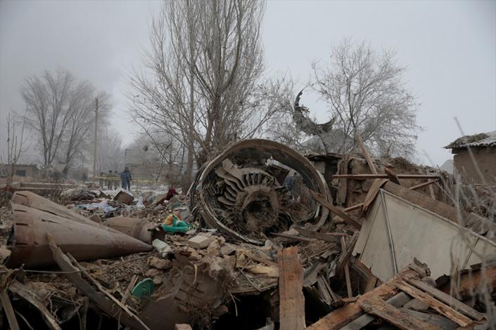 قتلى بسقوط طائرة شحن بقرغيزيا - 02- قتلى بسقوط طائرة شحن بقرغيزيا - الاناضول