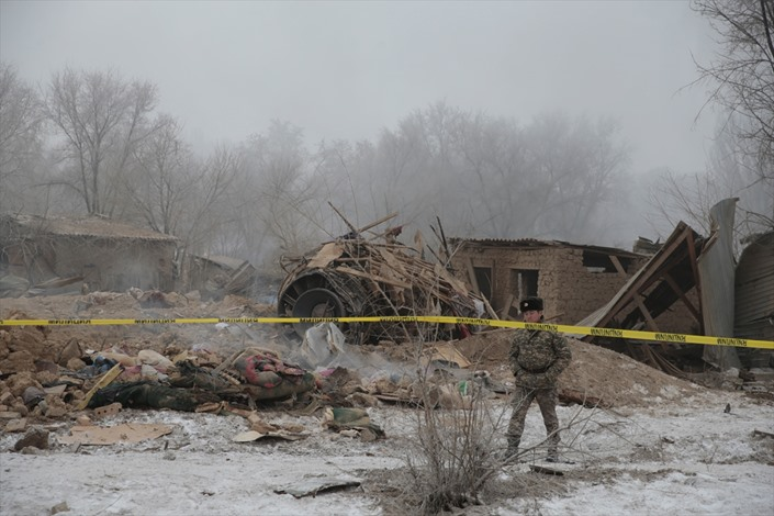 قتلى بسقوط طائرة شحن بقرغيزيا - 03- قتلى بسقوط طائرة شحن بقرغيزيا - الاناضول