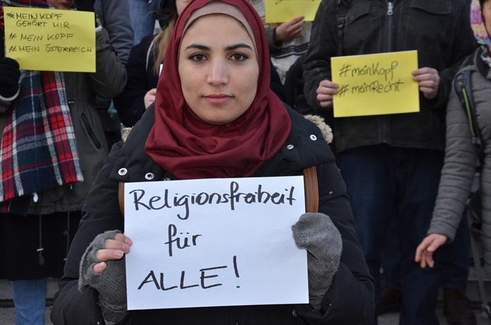 مظاهرة ضد منع الحجاب في الدوائر الرسمية في فيينا - 02- مظاهرة ضد منع الحجاب في الدوائر الرسمية في في