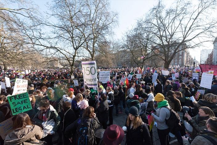 مسيرات في مدن بريطانية ضد ترامب - 01- مسيرات في مدن بريطانية ضد ترامب - الاناضول