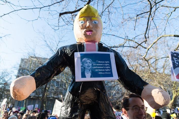 مسيرات في مدن بريطانية ضد ترامب - 03- مسيرات في مدن بريطانية ضد ترامب - الاناضول
