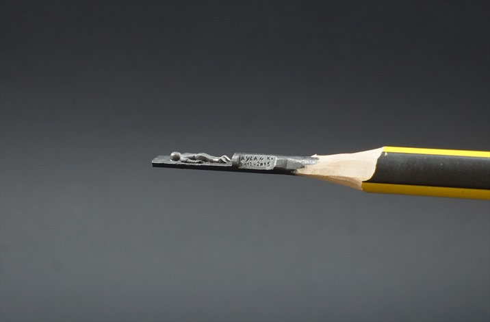 صورة مجسمة للطفل أيلان على رأس قلم الرصاص - 01- صورة مجسمة للطفل أيلان على رأس قلم الرصاص - الاناضول