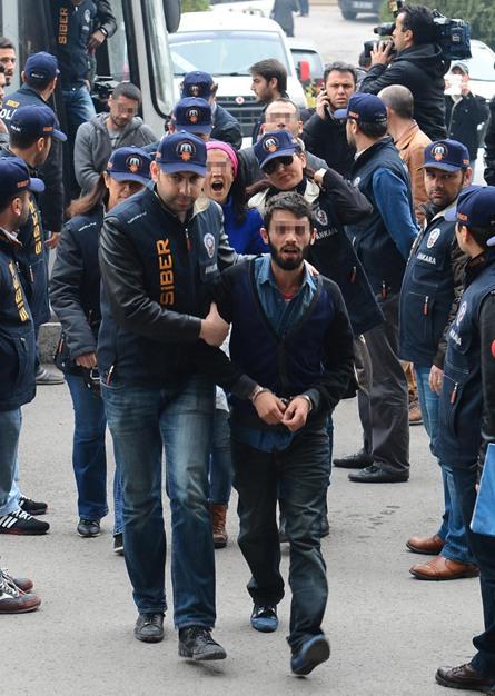 محاكمة قراصنة انترنت في تركيا - aa_picture_20131125_1042206_web