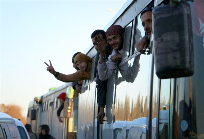 مغادرو حلب.. فرحة النجاة.. ومرارة المغادرة - 08- مغادرو حلب.. فرحة النجاة.. ومرارة المغادرة - الاناض