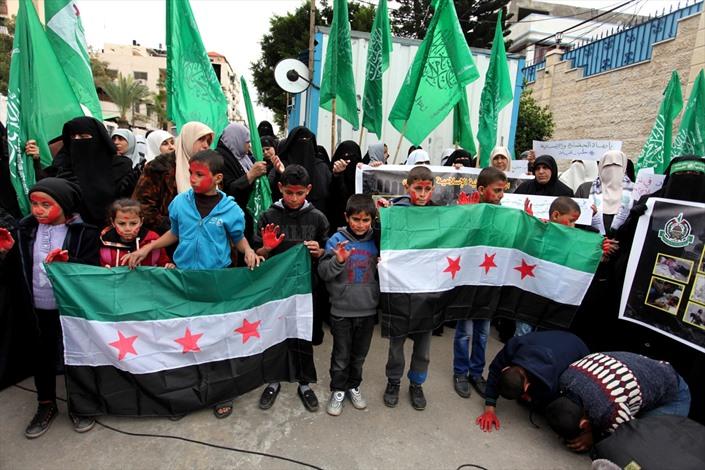 وقفة نسوية بغزة تضامنًا مع حلب - 03- وقفة نسوية بغزة تضامنًا مع حلب - الاناضول