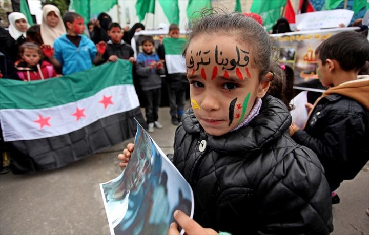وقفة نسوية بغزة تضامنًا مع حلب - 04- وقفة نسوية بغزة تضامنًا مع حلب - الاناضول