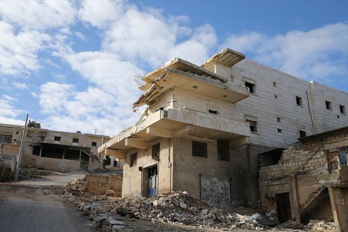 دارة عزة في حلب، مدينة أشباح بفعل القصف - 01- دارة عزة في حلب، مدينة أشباح بفعل القصف - الاناضول