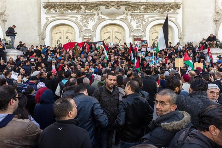 آلاف التونسيين ينددون باغتيال الزواري - 01- آلاف التونسيين ينددون باغتيال الزواري - الاناضول