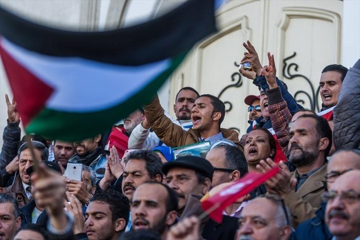 آلاف التونسيين ينددون باغتيال الزواري - 04- آلاف التونسيين ينددون باغتيال الزواري - الاناضول