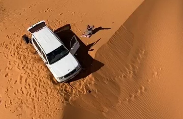 سعودي عالق في الصحراء- تويتر