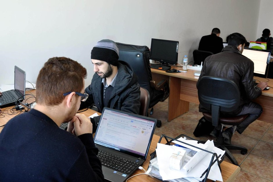 غزة تصدر خدمات تقنية للخارج - 01- غزة تصدر خدمات تقنية للخارج - الاناضول