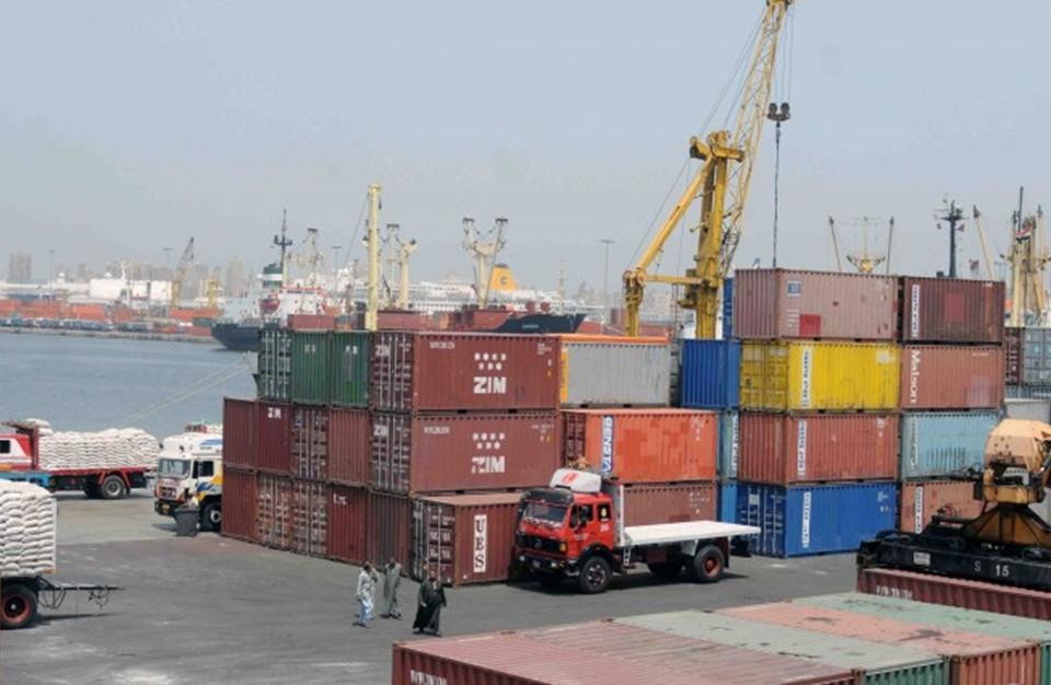تراجع صادرات مصر وارتفاع العجز التجاري 10 بالمئة خلال شهر