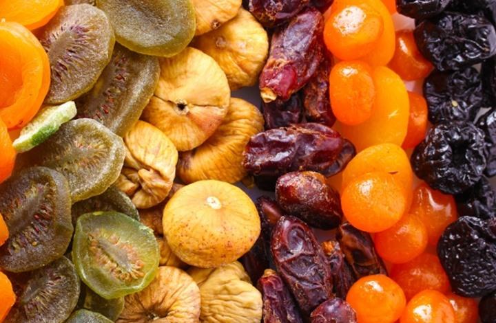 الفواكه المجففة: فوائدها ومحاذيرها.. وهل هي بديل للطازجة؟