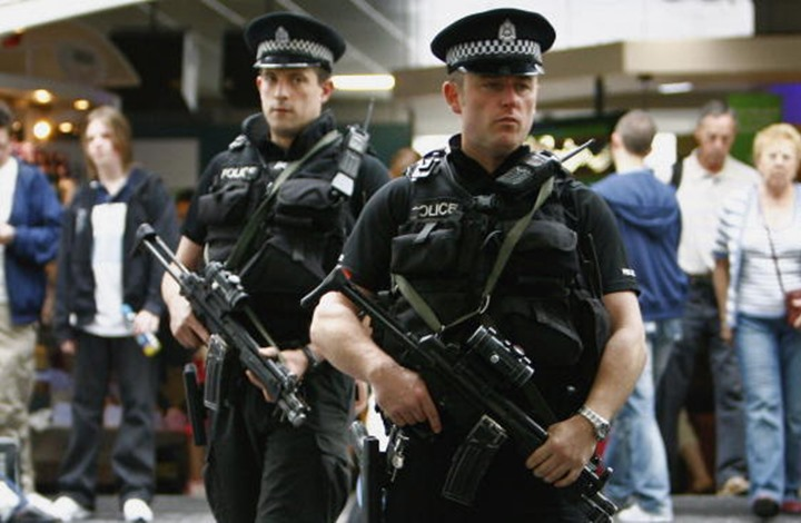 فيديو يكشف اعتداء الشرطة على مسلم ببريطانيا رغم تعاونه