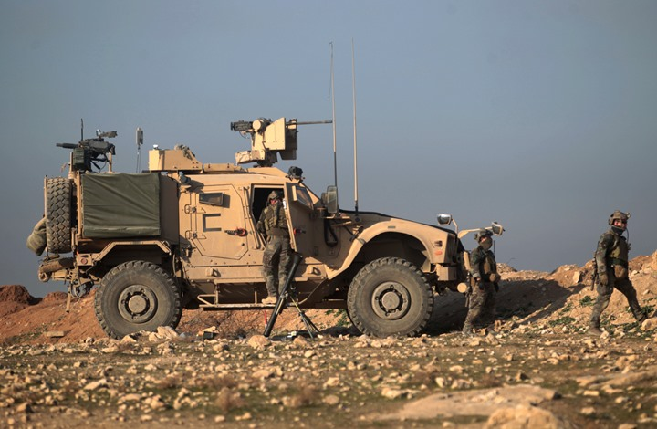 """فورين بوليسي: لماذا تبقي أمريكا قواتها بعد هزيمة """"الدولة""""؟"""