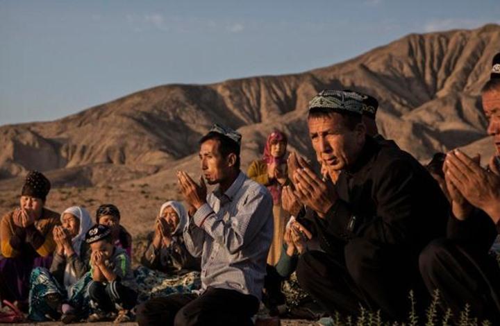 موقع أمريكي: الإيغور يتخلصون من كتبهم للنجاة من قمع بكين