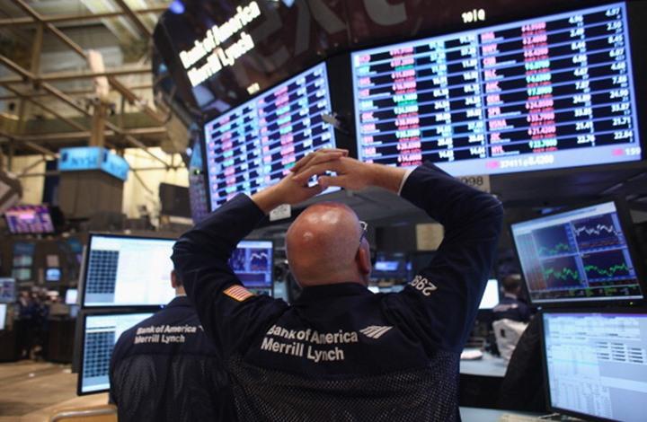 صعود أسعار النفط والذهب.. والدولار يواصل التراجع