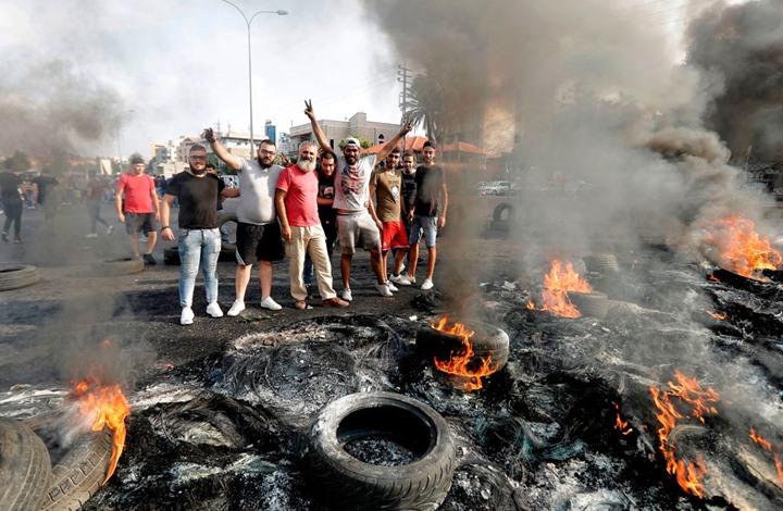 احتجاجات لبنان تتواصل والحريري يلغي اجتماعا للحكومة (شاهد)