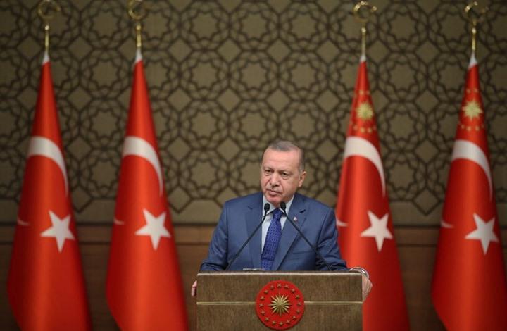 أردوغان يجدد تهديده لأوروبا باللاجئين ويهاجم أعضاء بالكونغرس