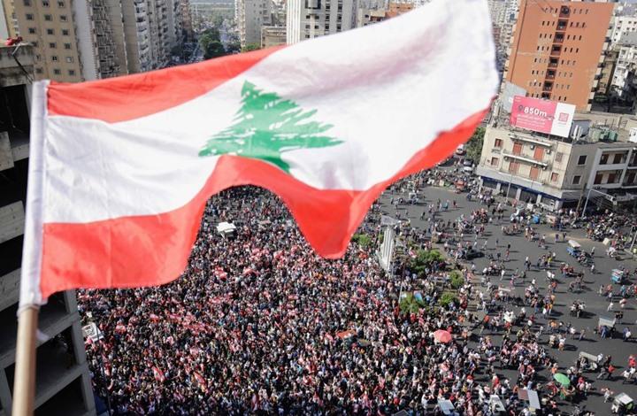 نيوزويك: احتجاجات لبنان تدخل شهرها الثاني ولا حل في الأفق