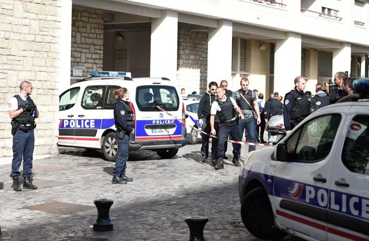 الشرطة الفرنسية تعتقل امرأتين طعنتا محجبتين في باريس