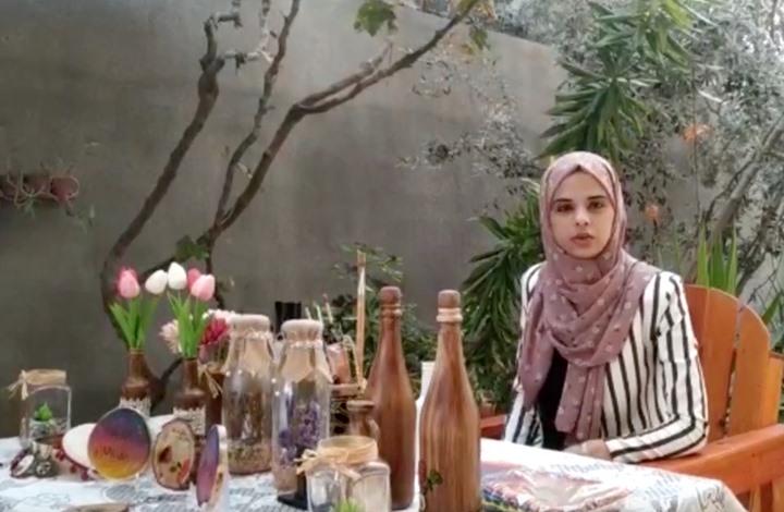 فتاة فلسطينية تعيد إنتاج المخلفات البيئة لقطع فنية (شاهد)