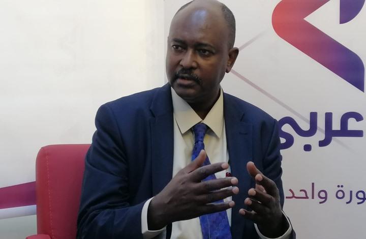 """نقيب صحفيي السودان: تسليم البشير لـ""""الجنائية"""" مستبعد"""