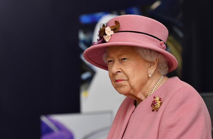 """9 حقائق مثيرة عن حراس ملكة بريطانيا.. """"ممنوع الضحك"""""""