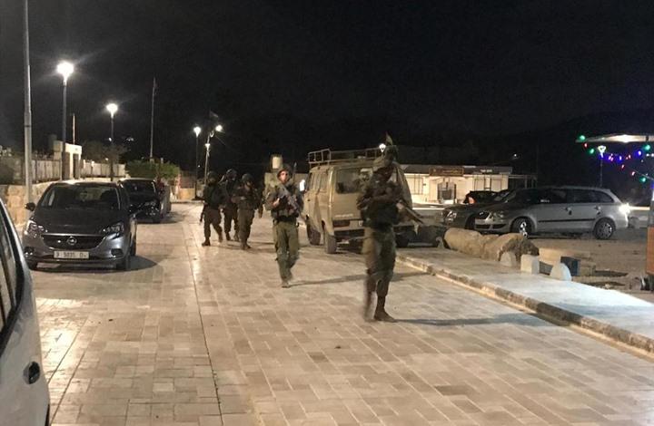 الاحتلال يشن حملة مداهمات واعتقالات بالضفة والقدس