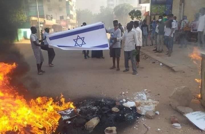 """البيت الأبيض يعلن موافقة السودان و""""إسرائيل"""" على التطبيع"""