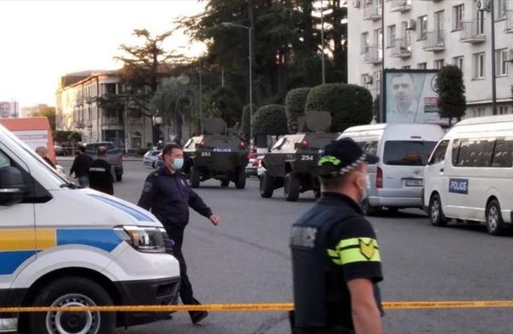 جورجيا.. مسلح يطلق سراح رهائن بعد حصوله على فدية (شاهد)